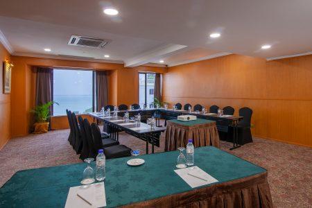 Premier Lounge 2